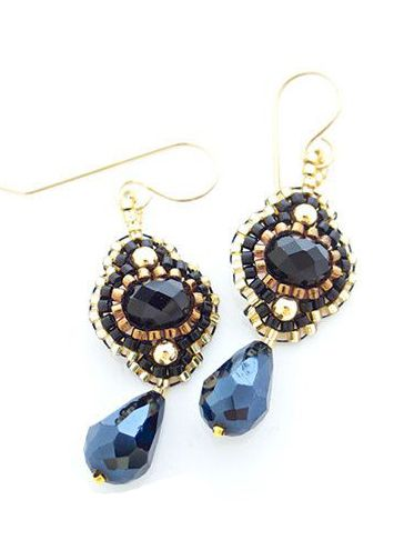 Flores Negras Drops earrings in black and gold