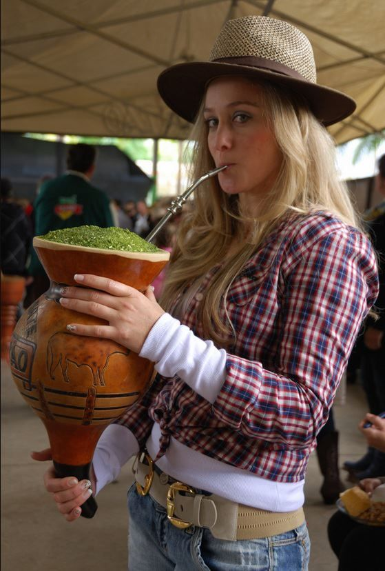 O chimarrão (ou mate) é uma bebida característica da cultura do sul da América do Sul. É um hábito legado pelas culturas indígenas quíchuas, aimarás e guaranis. É composto por uma cuia, uma bomba, erva-mate moída e água morna.