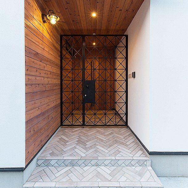 いいね!299件、コメント1件 ― フリーダムアーキテクツさん(@freedom.architects_official)のInstagramアカウント: 「【建築事例】 ▼ CASE 534 | 【Mod】el . 木と鉄を配置した外観や門扉を採用した玄関ポーチ。…」
