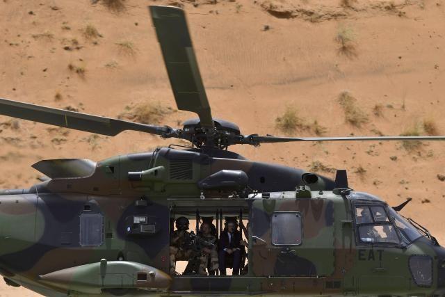 Le président a eu le droit à un petit tour en hélicoptère.