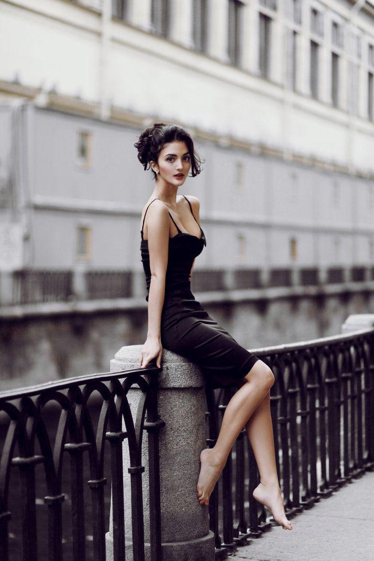 Картинки девушек в черных платьях