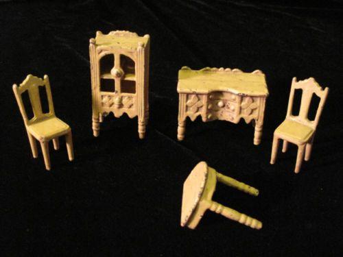 Antique Dollhouse Miniature KILGORE Metal Furniture 4 1/2 Pieces CAST IRON