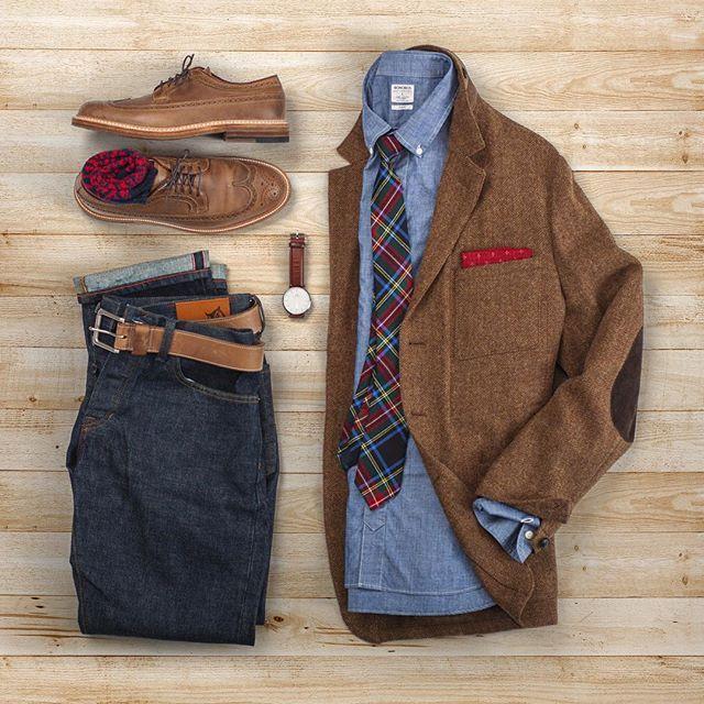 That's a wrap for the second day of Christmas outfits! #grabergrid #12christmasoutfits Shoes: Alden Longwing in Natural CXL x @leffot  Socks: @jcrew  Watch: @danielwellington  Blazer: Wallace & Barnes x @jcrew  Chambray Shirt: @bonobos  Tie: @jcrew  Pocket Square: @kirikomade  Selvedge Denim: @grayers  Belt: @rancourtco Natural CXL