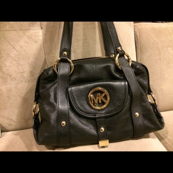 1 day sale !! Michael Kors black handbag Excellent condition, like new, soft leather, medium size-14x11x4 Michael Kors Bags