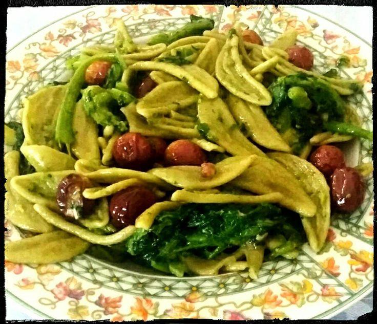 Cime di rape con olive dolci olio extravergine d'oliva e pasta....foglie verdi del Pastaio.