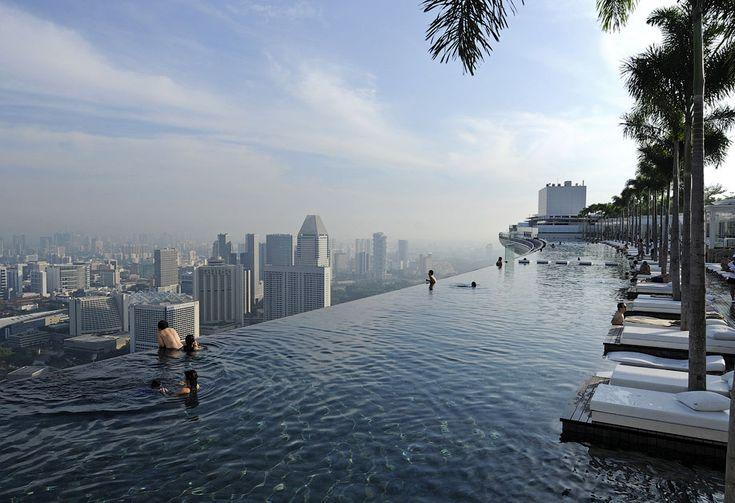 Отель Marina Bay Sands, бассейн под облаками