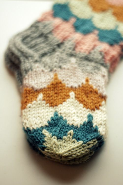 These look lovely and cosy. I love the #retro pattern, mustard, grey, pink and teal = a match made in sock heaven