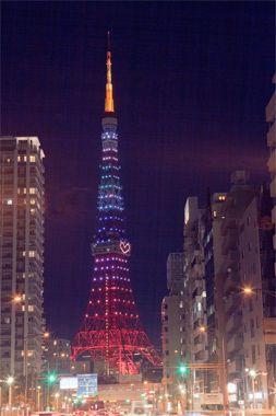 <東京タワー>1958年オープン。高度経済成長とともに日本の歴史を歩み続け、東京を代表するランドマーク。イベントや季節毎に変わるライトアップは東京スカイツリーに負けない情緒を感じさせてくれます。Photo:AFLO【25ans編集長 十河ひろ美】    http://lexus.jp/cp/10editors/contents/25ans/index.html    ※掲載写真の権利及び管理責任は各編集部にあります。LEXUS pinterestに投稿されたコメントは、LEXUSの基準により取り下げる場合があります。