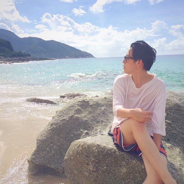 【daaai_chan】さんのInstagramをピンしています。 《here remains summer🌴❤︎ 屋久島。夏を追いかけて。 #夏の終わりを意地でも認めたくない #諦めの悪い女たち #海が信じられないくらいキレイ #屋久島 #海 #旅行 #空 #女子旅 #夏》
