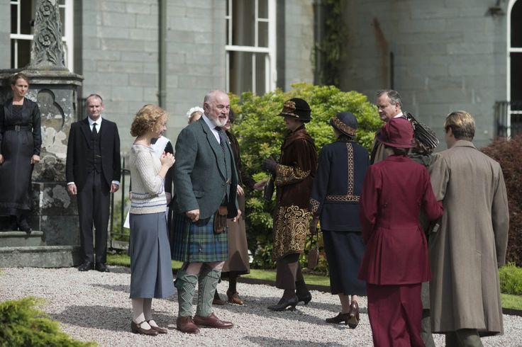 "LUSCIOUS PHOTOS: A sneak peek at the Christmas Special 2012 for ""Downton Abbey"" season 3..."