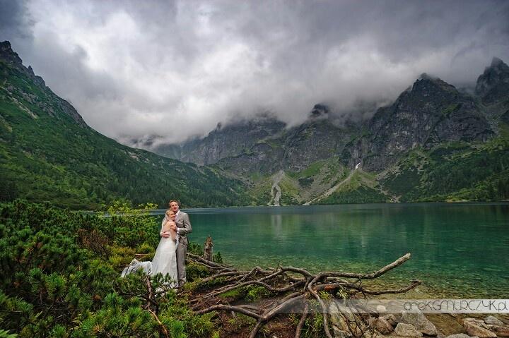 Agnieszka & Tom + awesome mountains www.zdjeciaslubnewgorach.pl #weddingphotography #wedding #Zakopane #tatry #morskieoko