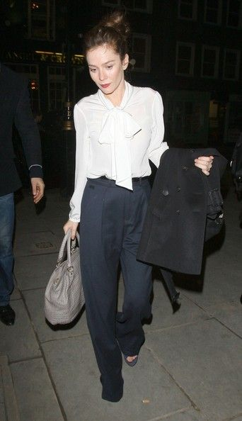 Anna Friel Exits the Stage Door - Pictures - Zimbio