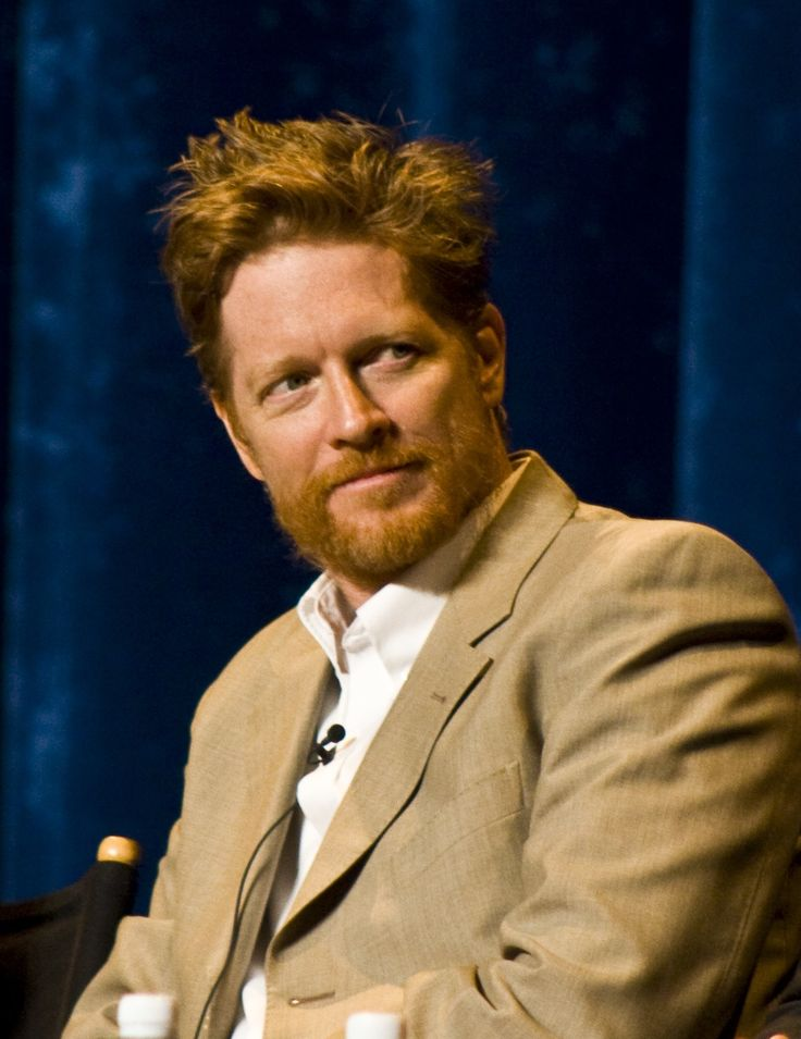 Today, September 30, is Eric Stoltz's birthday. He's one of our few male celeb redheads, so we've got to support! Happy Birthday, famous, representin' red dude!