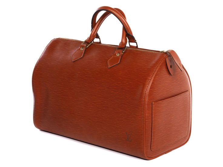 Ca. 25 x 40 x 19 cm. 21. Jahrhundert. Kleine karamellfarbene Reisetasche im klassischen genarbten Epi-Leder mit einem seitlichen Steckfach, zwei Tragehenkeln...