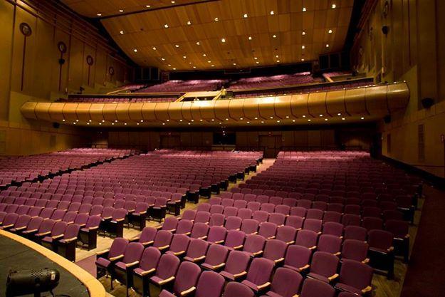 Un #Teatro es ese lugar especial donde se unen las pasiones, los amores y las expresiones para transmitir magia en cada sensación a quienes observan una obra. El Teatro Metropolitano de Medellín es uno de esos lugares donde el #BFDA ha dejado parte de su historia. Imagen vía http://goo.gl/o3v6Xz