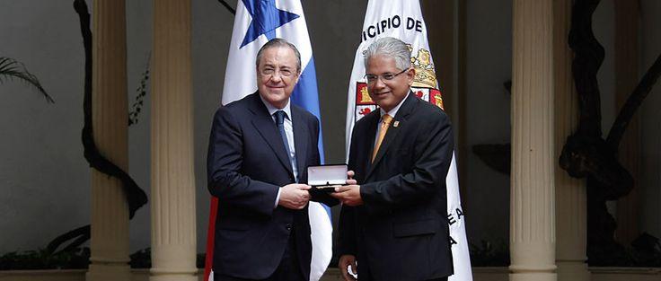Florentino Pérez, distinguido con las llaves de la Ciudad de Panamá