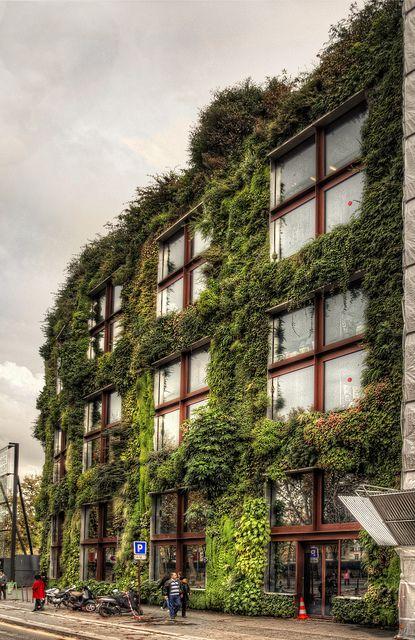 Vertical garden on the façade of the Quai Branly Museum, 37 Quai Branly, Paris VII #vertical #garden #design