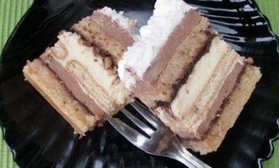 Posna kinder torta - Potrebno je: 50 g krupnije seckanih lešnika 50 g mlevenog posnog plazma keksa, 50 g mlevenih lešnika, 100 g brašna, 7 kašika šećera, 2 dl kisele vode, 0,5 dl ulja, 1/2 kesice praška za pecivo... Priprema: http://www.posnajela.rs/2015/04/posna-kinder-torta/
