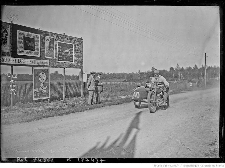 Vuilliamy sur Harley-Davidson, 1er [des] side-cars 1000 cmc [du grand prix du Motocycle Club de Lyon, le 21 mai 1922] : [photographie de presse] / [Agence Rol]