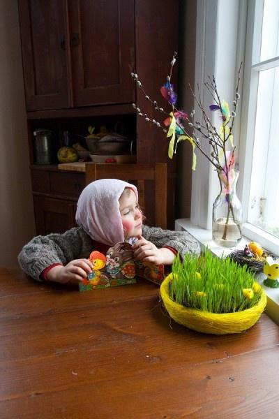 pääsiäisnoita (56147). henrik kettunen, juhla, palmusunnuntai, perinne, pyhä, pääsiäinen, pääsiäisnoidat, pääsiäisnoita, virpoja, virpominen