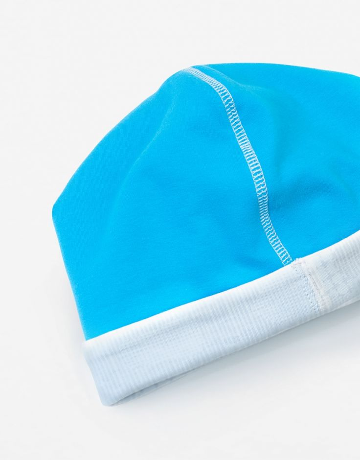 Czapka b-blue. Wyjątkowo niebieska.