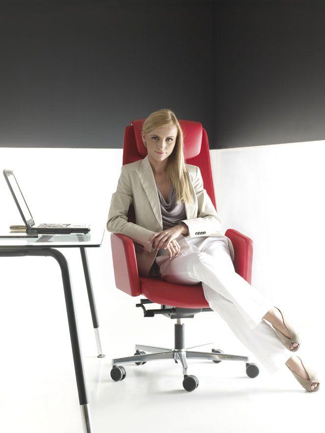 Fotel obrotowy Bejot IN ACCESS AC 103 - idealny dla Kobiety sukcesu!