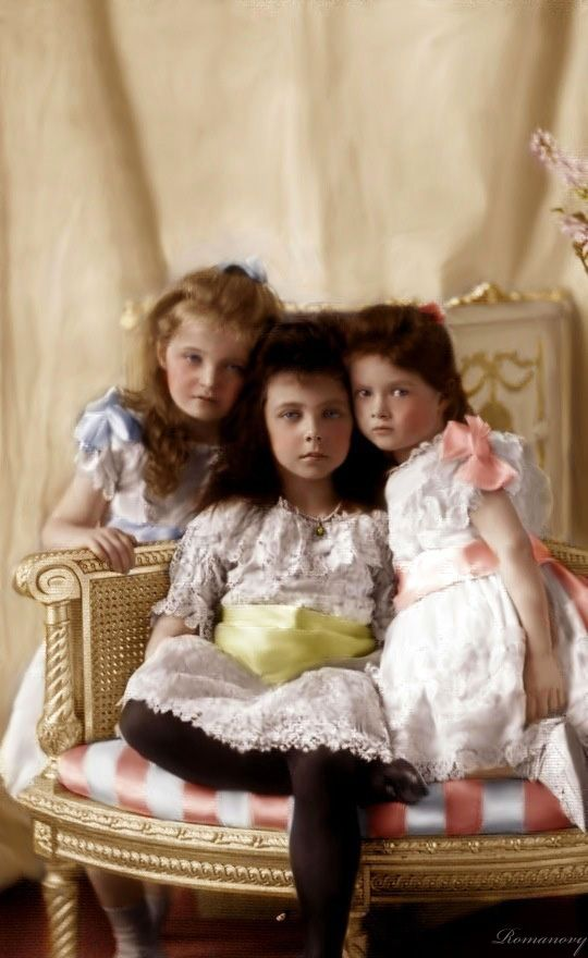 Grand Duchesses, Olga and Tatiana with their cousin Elisabeth of Hesse