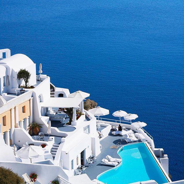 Book now your S U M M E R! www.thesuites.es #white #blue #greece #santorini #thesuites #nohotels