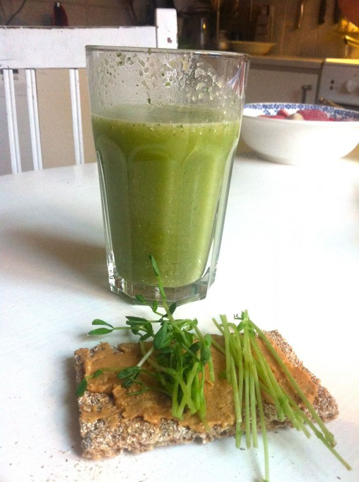 Low Carb Breakfast With Green Juice To Help Reverse