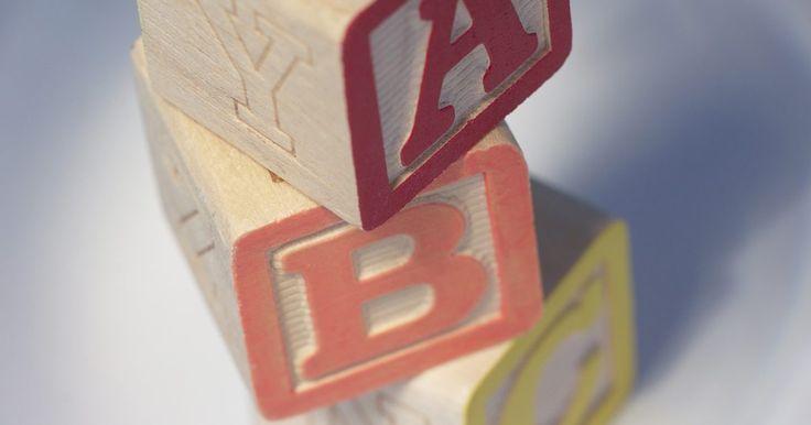Cómo enseñar el reconocimiento de letras con actividades para niños de edad preescolar. Las actividades de reconocimiento de letras para preescolares ofrecen la oportunidad de aprender las letras del alfabeto en una manera divertida y atractiva. Al proporcionar diferentes formas de practicar las letras, tu hijo estará en mejores condiciones para reconocerlas. El reconocimiento de letras es un paso importante en la preparación de tu ...