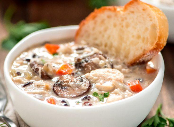 C'est une recette de soupe-repas qui est vraiment super facile à faire... Quand on n'a pas trop le goût de cuisiner, c'est PARFAIT!