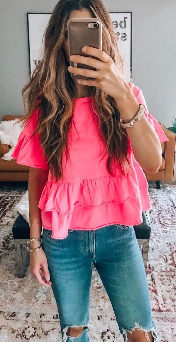 #spring #outfits  woman in pink shirt holding phone. Pic by @latishaspringer