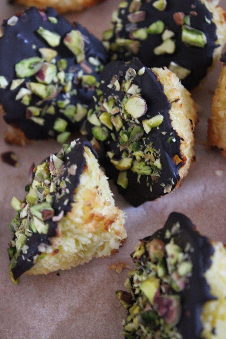 Macarons coco, chocolat et éclats de pistaches