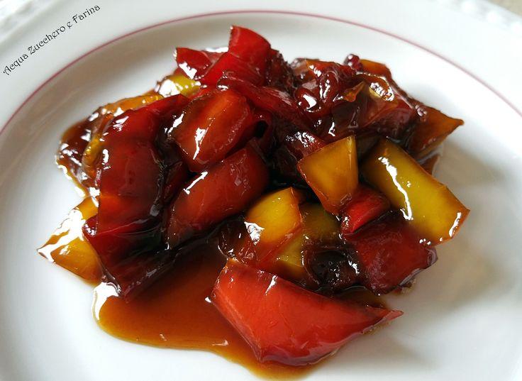 Una preparazione veramente semplicissima ma dal sapore intenso che vi stupirà. Provate questi peperoni in agrodolce Bimby, come contorno o sulle bru
