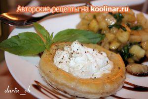 Фото к рецепту: Запеченный козий сыр с «тар-таром» из ананаса (рецепт-подарок для Ксюши)