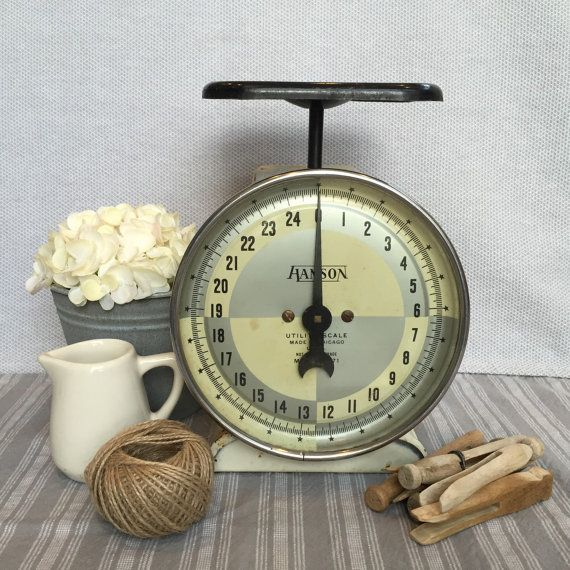 This scale is a perfectly vintage industrial/kitchen scale with loads of charm and character! This is a Hanson scale with a black platform and