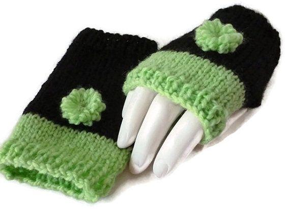 Womens Fingerless Gloves Knit Fingerless gloves  by Maxiesknitwear, $26.00