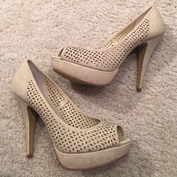 APT9 Suede size 8.5 cream Pumps BRAND NEW NEVER WORN SUEDE APT9 size 8.5 cream pumps from Kohls. Never worn and they come in the original shoe box. The heel is about 4 inches in total and a small platform to make them more comfortable. Apt. 9 Shoes Platforms