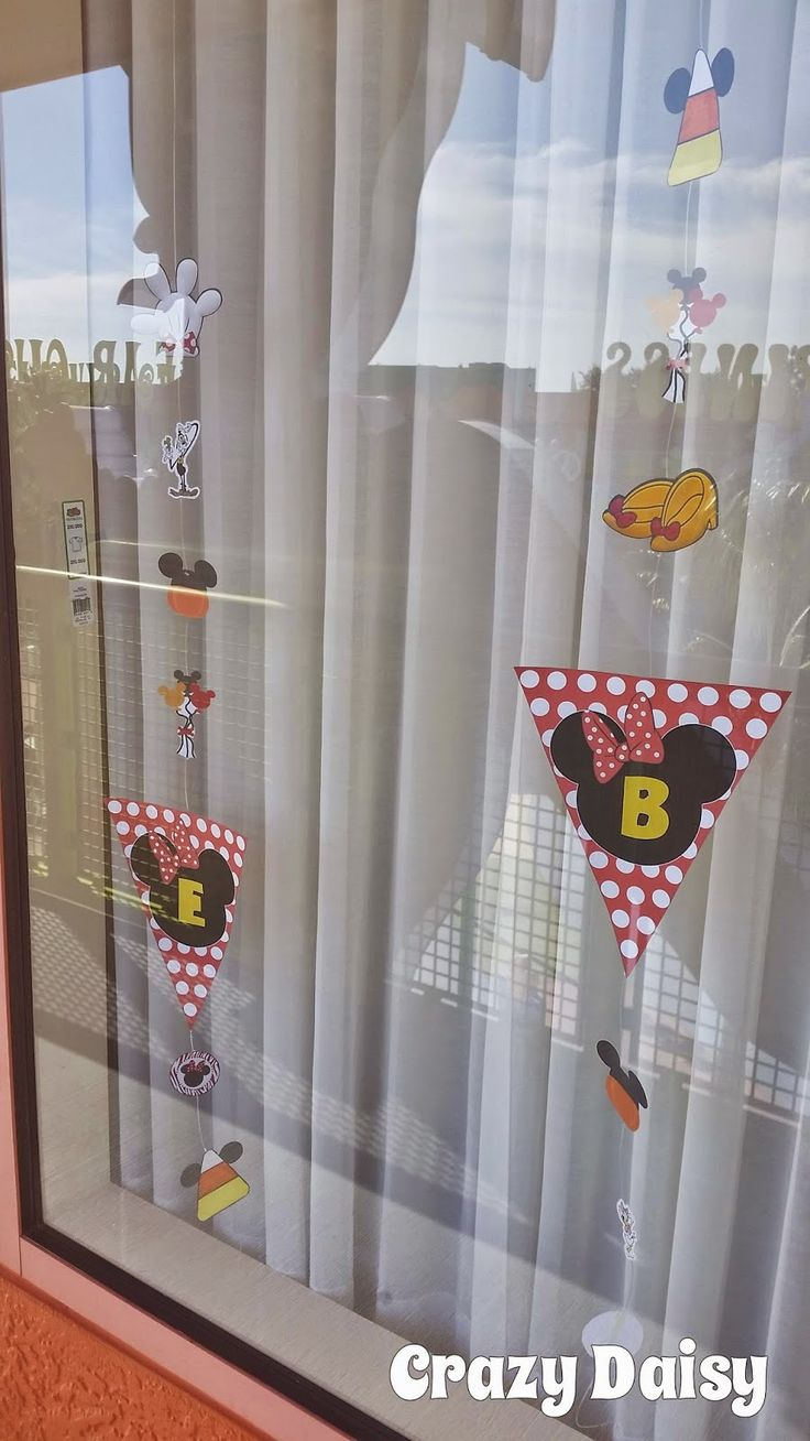 How to decorate your Disney resort room windows