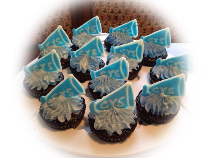 Cheerleading Cupcakes | twincupcakery