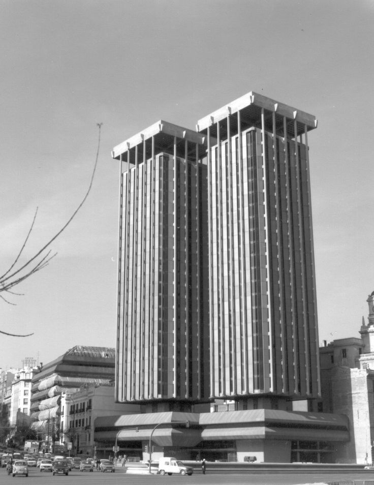 Muere Antonio Lamela, autor de las Torres de Colón y remodelación del Santiago Bernabéu,Torres de Colón (1976) en Madrid, España. Image © Antonio Lamela [Wikipedia], bajo licencia CC BY-SA 4.0