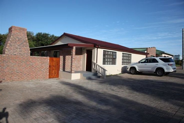 Stilbaai Family-friendly Holiday Home - Stilbaai Family-friendly Holiday Home is a family-friendly holiday house, conveniently located a few steps away from the Fynbos Centre. The house is very spacious, fully equipped for self-catering, and ... #weekendgetaways #stilbaai #southafrica