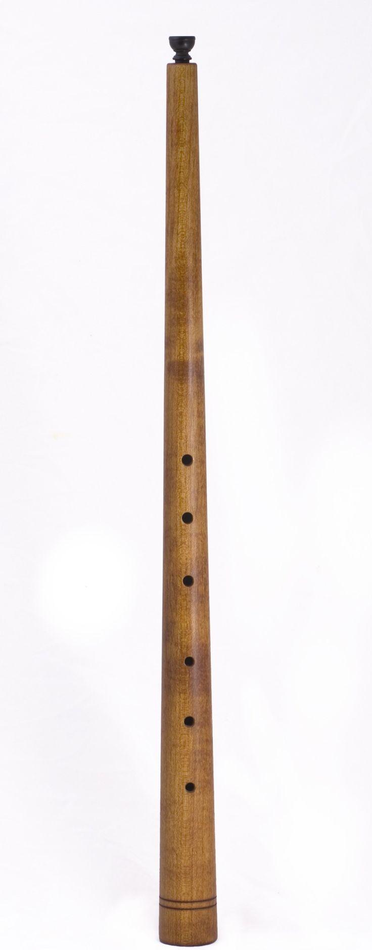 MusicArt CORNETTO     El cornetto, también conocido como corneta renacentista, corneta negra o corneta curva es un instrumento de viento del periodo medieval, renacentista y barroco. No debe ser confundido con la corneta actual, que aunque se parezca en el nombre, se refiere a cosas distintas. Este instrumento se utilizó en el Renacimiento. La corneta (su auténtico nombre en español), tiene forma de un tubo (de unos 60 centímetros de longitud), y suele estar hecho de madera, marfil, o en el…