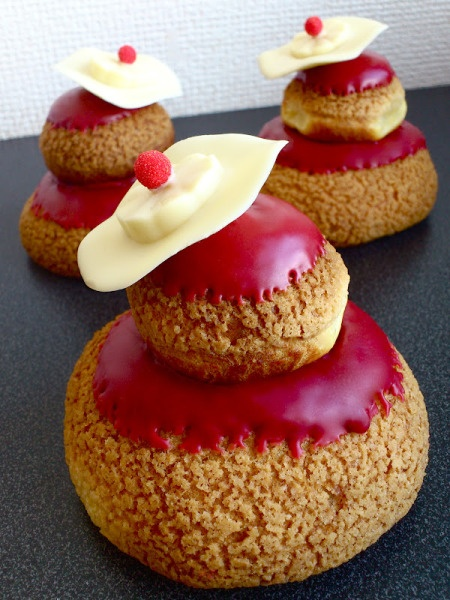 Poppy religieuse with craquelin and a white chocolate hat. Recipe & Tutorial. French.