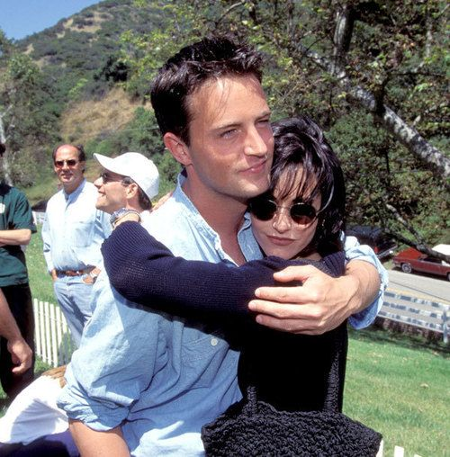 Monica and Chandler | behind the scenes snugs