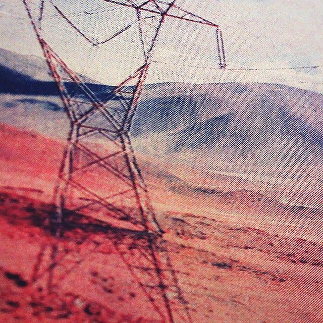 Foto tirada no Salar de Talar no Deserto do #Atacama e impressa em #risografia nas cores azul e vermelho vivo. #risotrip #atacamadesert #salardetalar #risograph