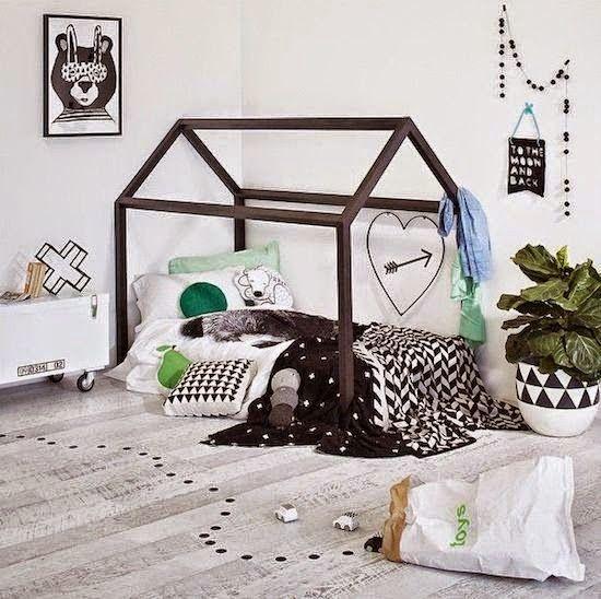 MAMA Z PRZEDMIESCIA: Łóżko w kształcie domku
