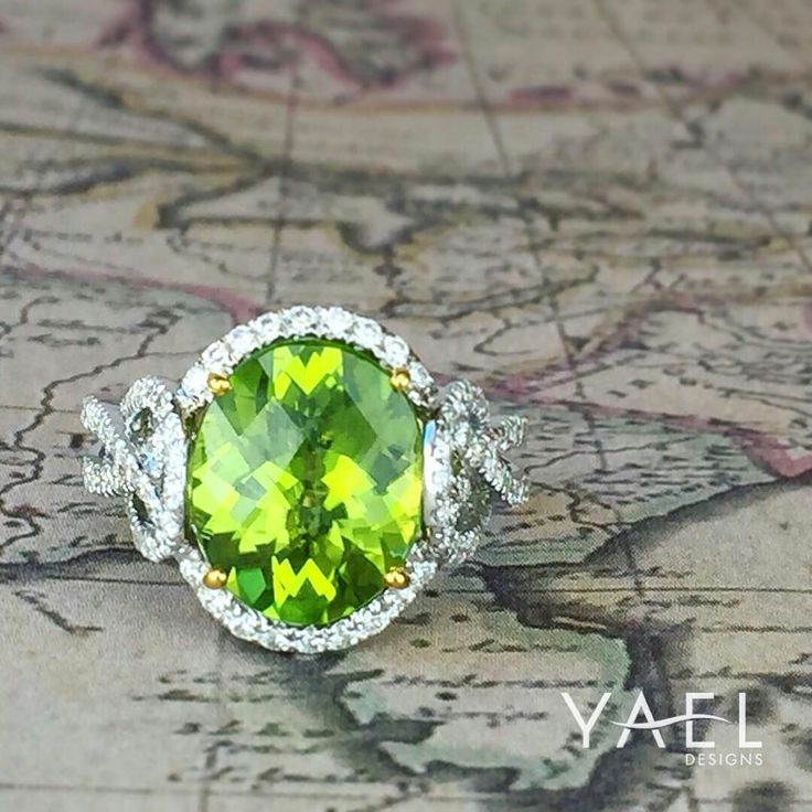 @yaeldesigns.Happy to see this luminous green peridot and diamond ring enjoying florida sun with our friends from @goldanddiamond_ #floridasun #peridotring #yaeldesigns #peridot