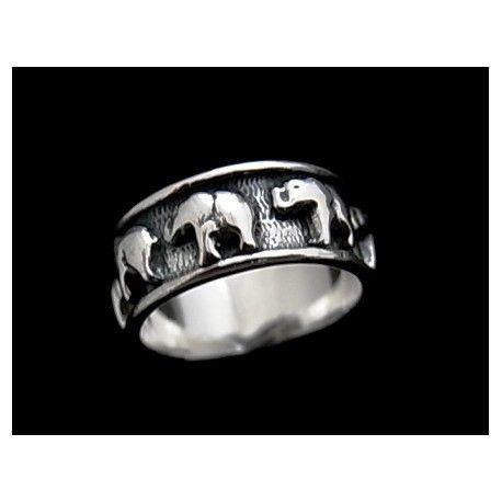 Sortija de plata de primera ley tipo alianza oxy con elefante. Se puede grabar en su interior cualquier nombre, dedicatoria o fecha para personalizar el artículo