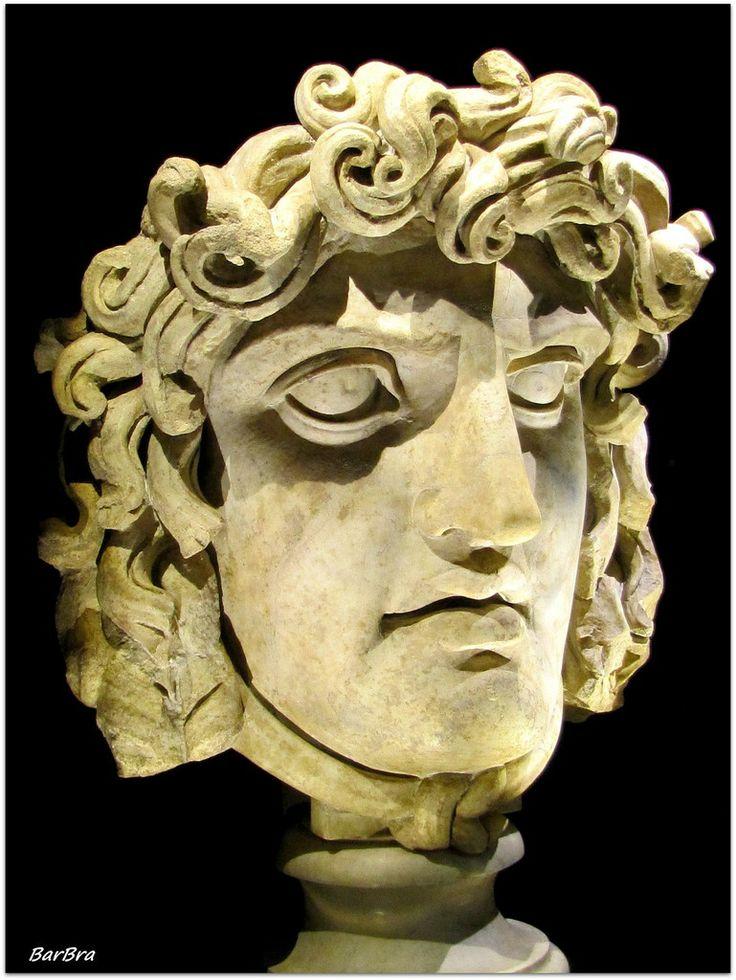 Testa di Gorgone, marmo ritrovato nel Tempio di Venere e Roma ... http://zibalbar-foto.overblog.com/2014/03/testa-di-gorgone.html
